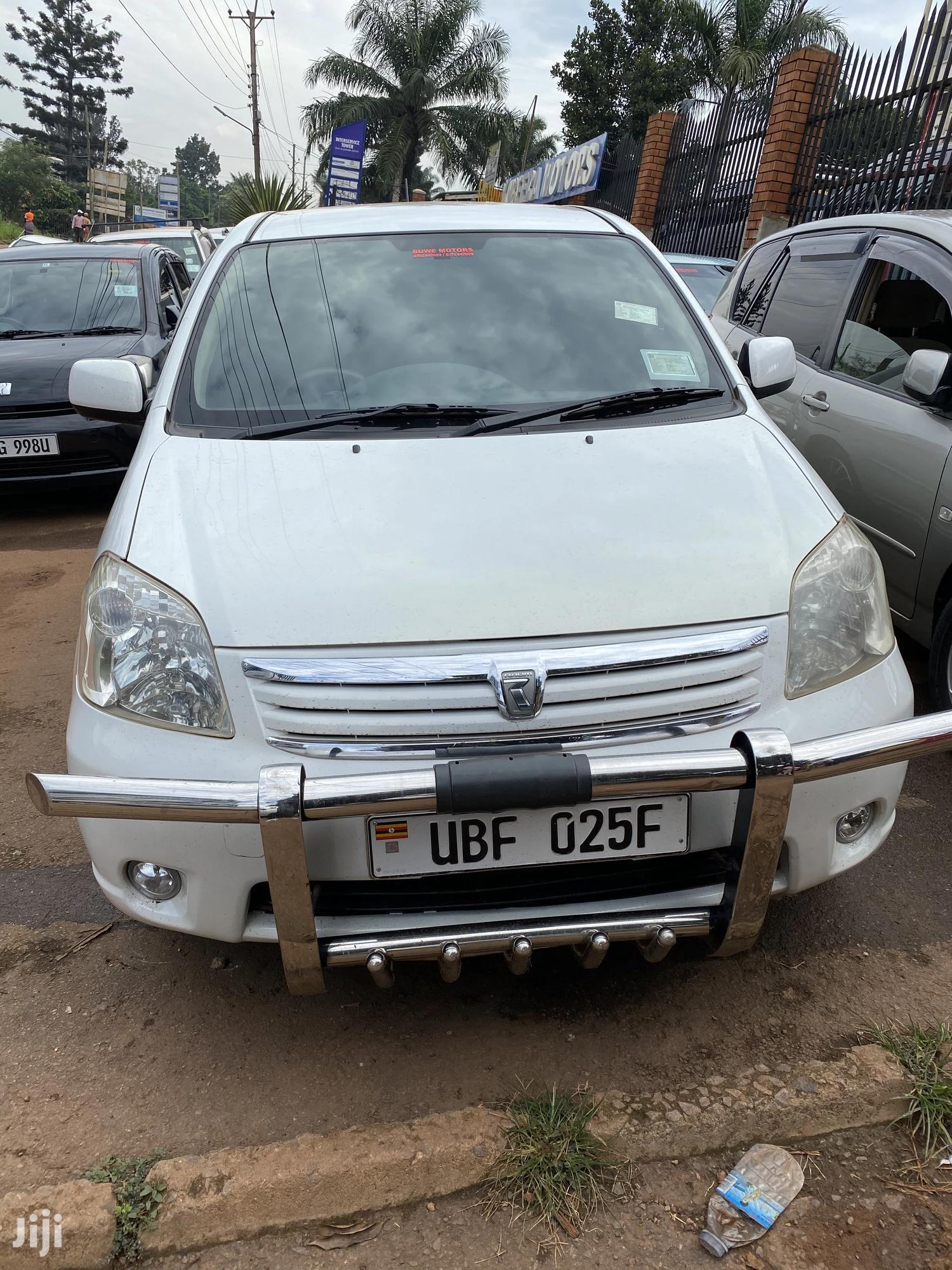 Toyota Raum 2006 White