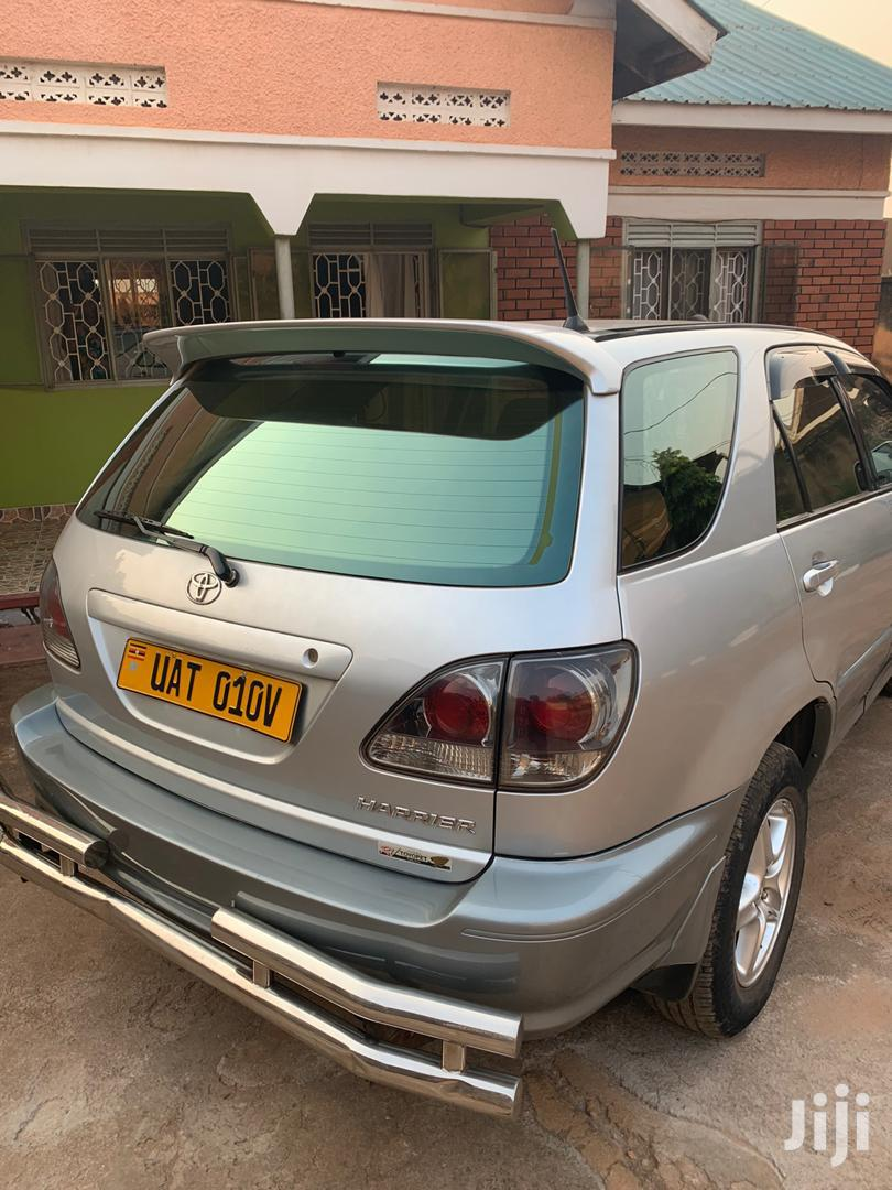 Archive: Toyota Harrier 2001 Silver