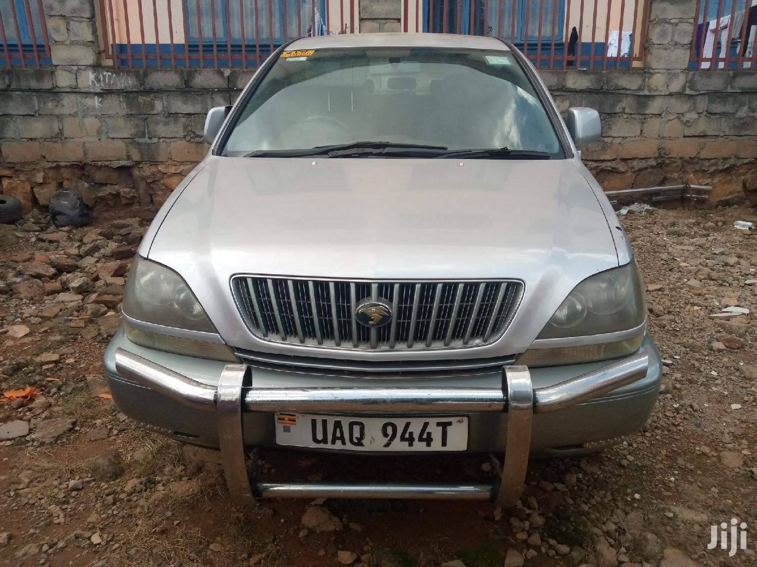 Archive: Toyota Harrier 1998 Silver