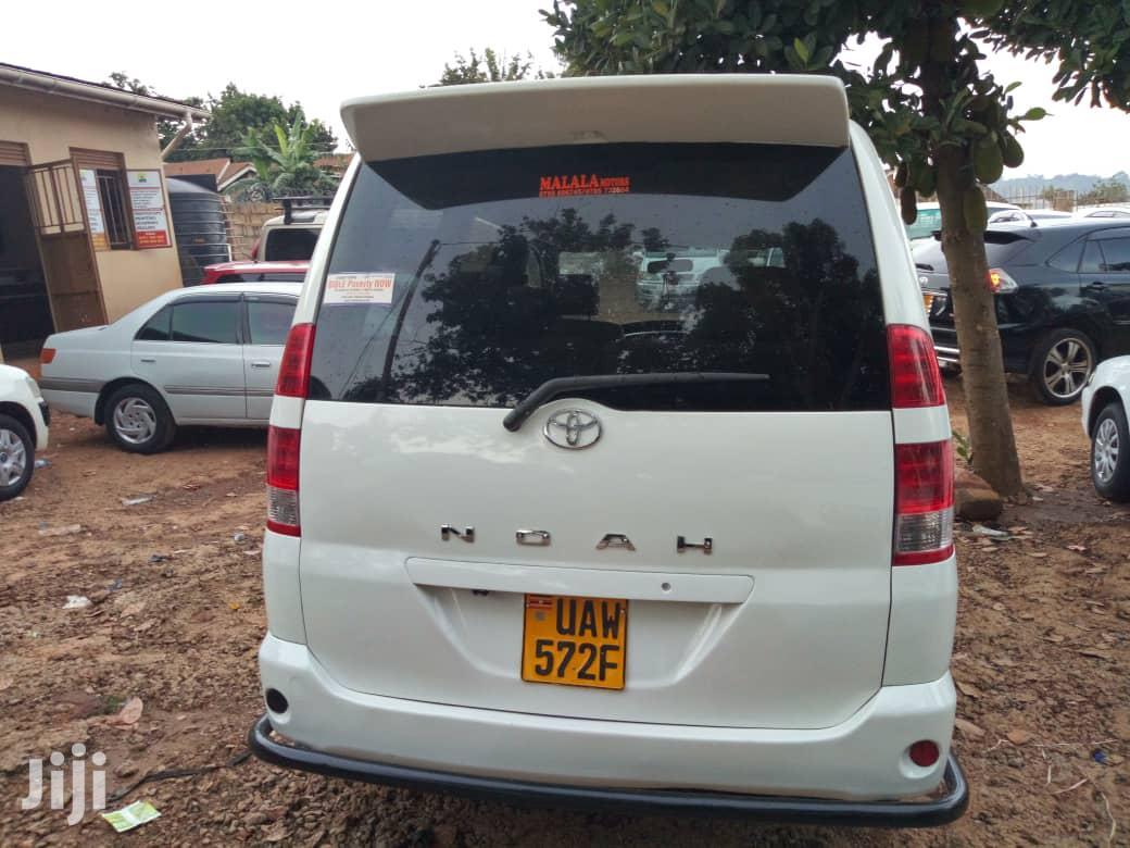 Toyota Noah 2003 White