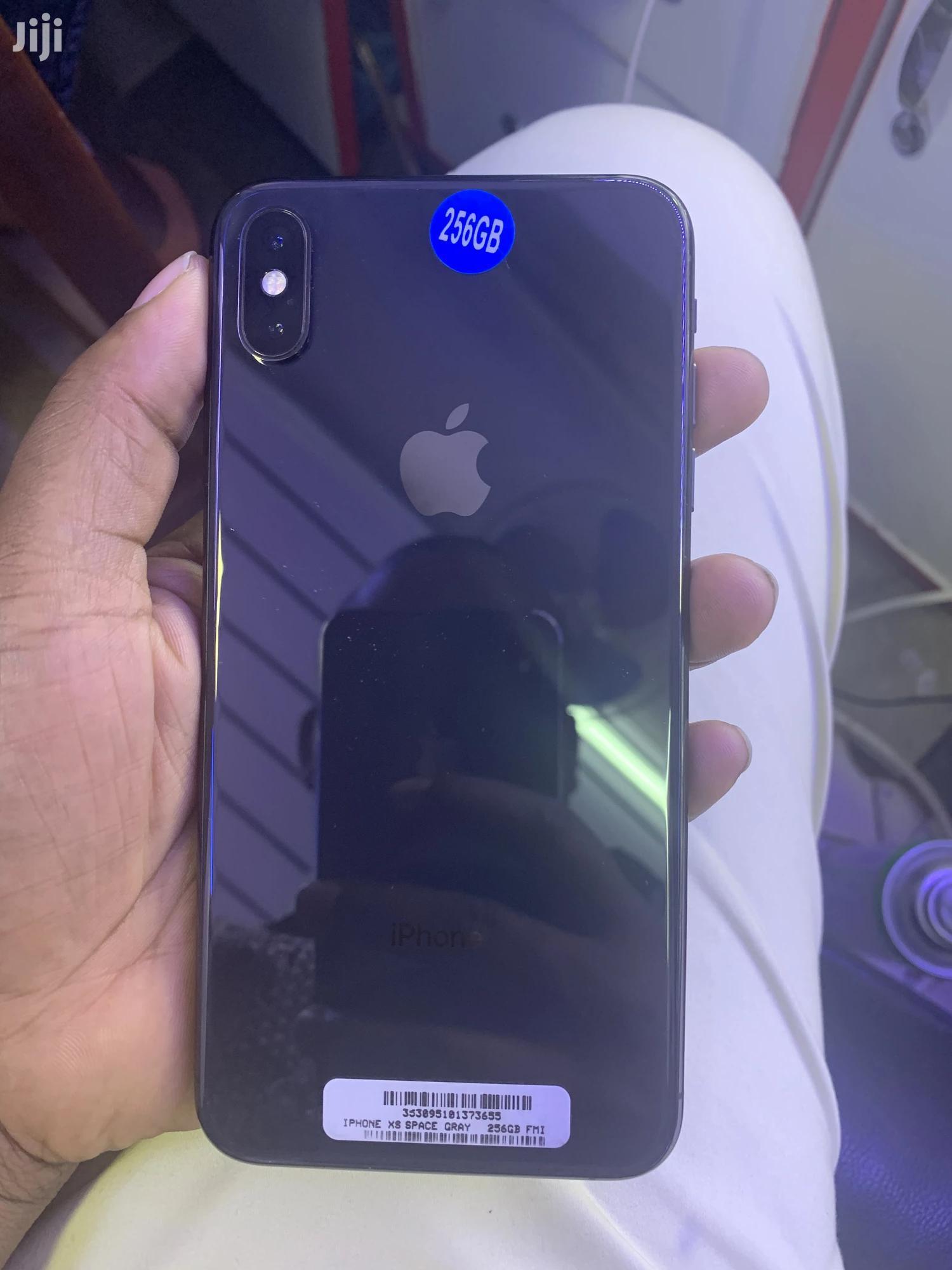 Archive: Apple iPhone XS Max 256 GB Black