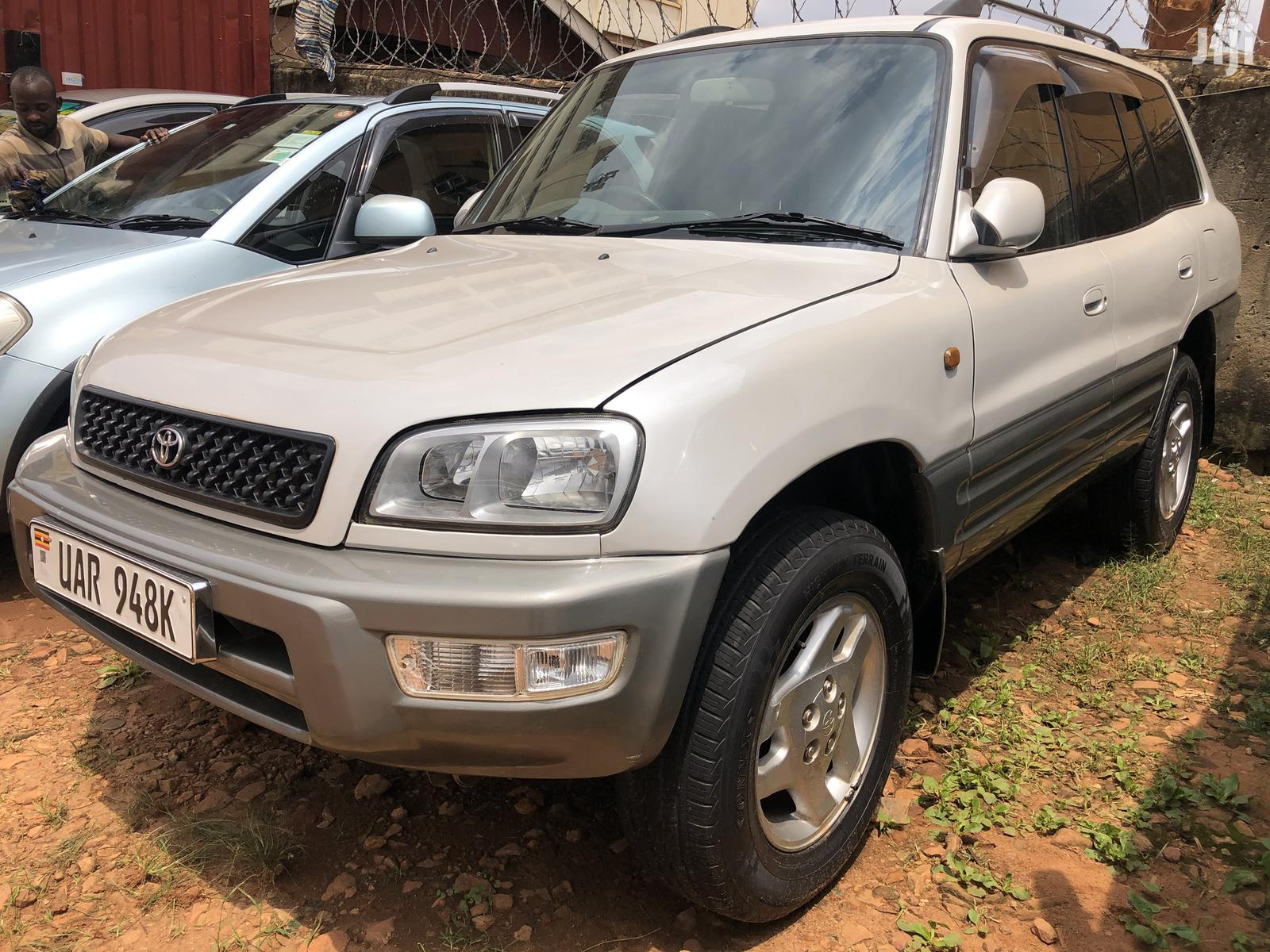 Toyota RAV4 1999 Base FWD White | Cars for sale in Kampala, Central Region, Uganda
