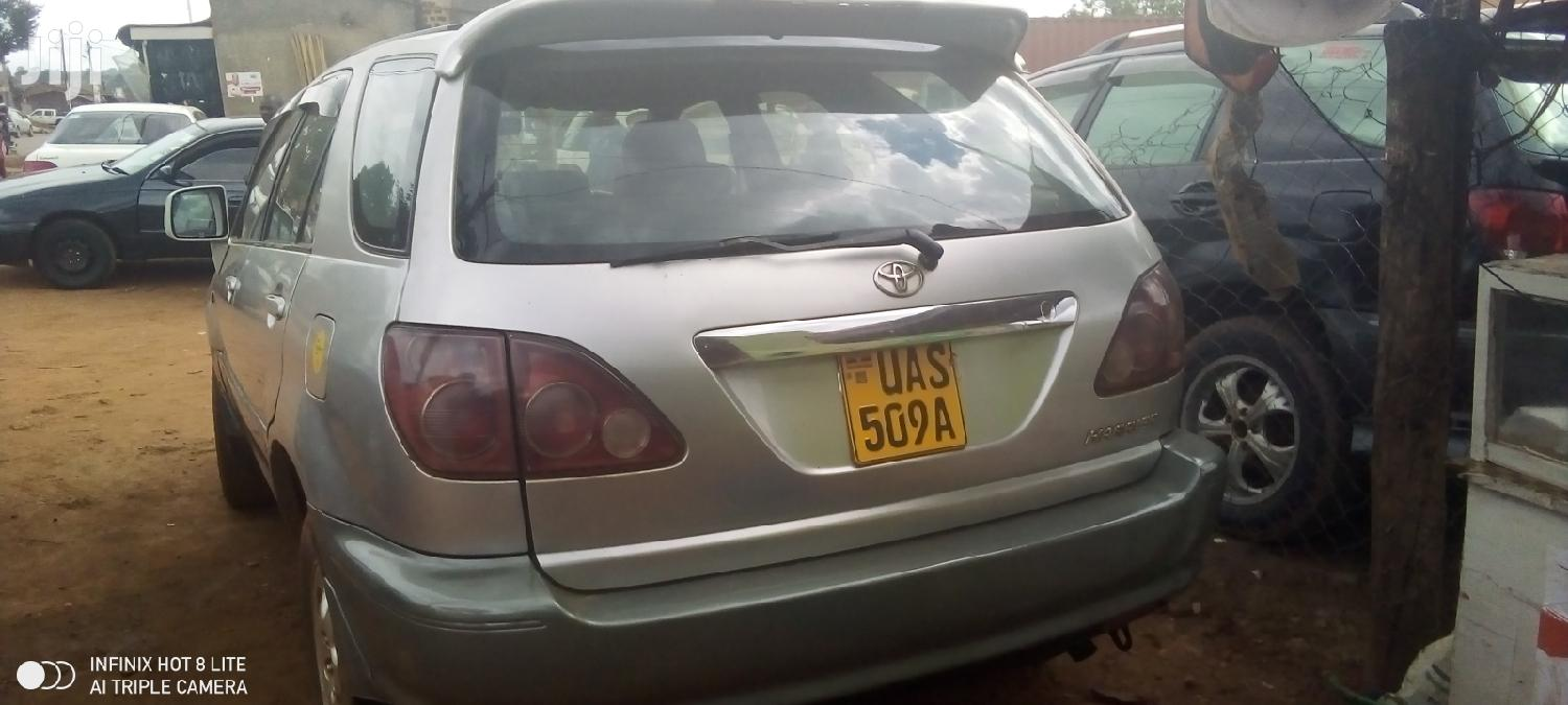 Archive: Toyota Harrier 1999 Silver