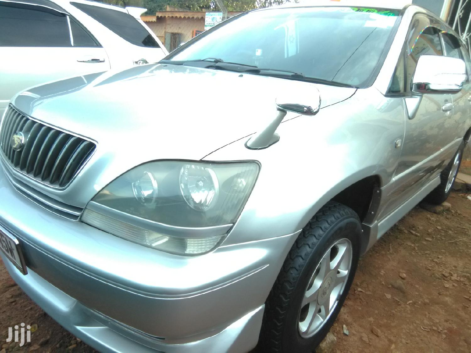 Archive: Toyota Harrier 2001 Gray