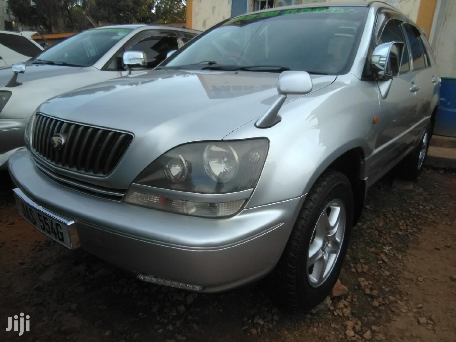 Archive: Toyota Harrier 1999 Gray