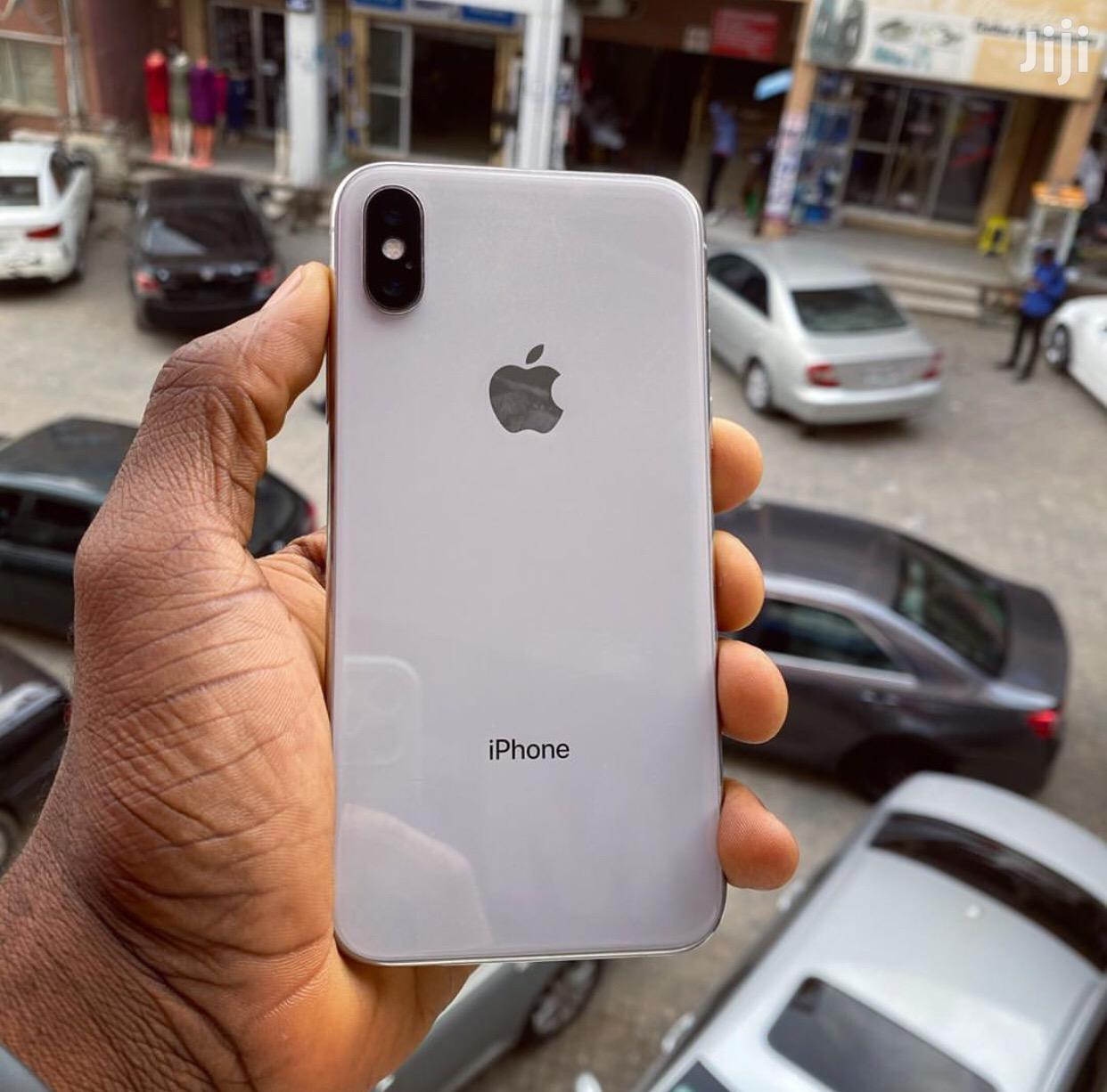 Apple iPhone X 64 GB White