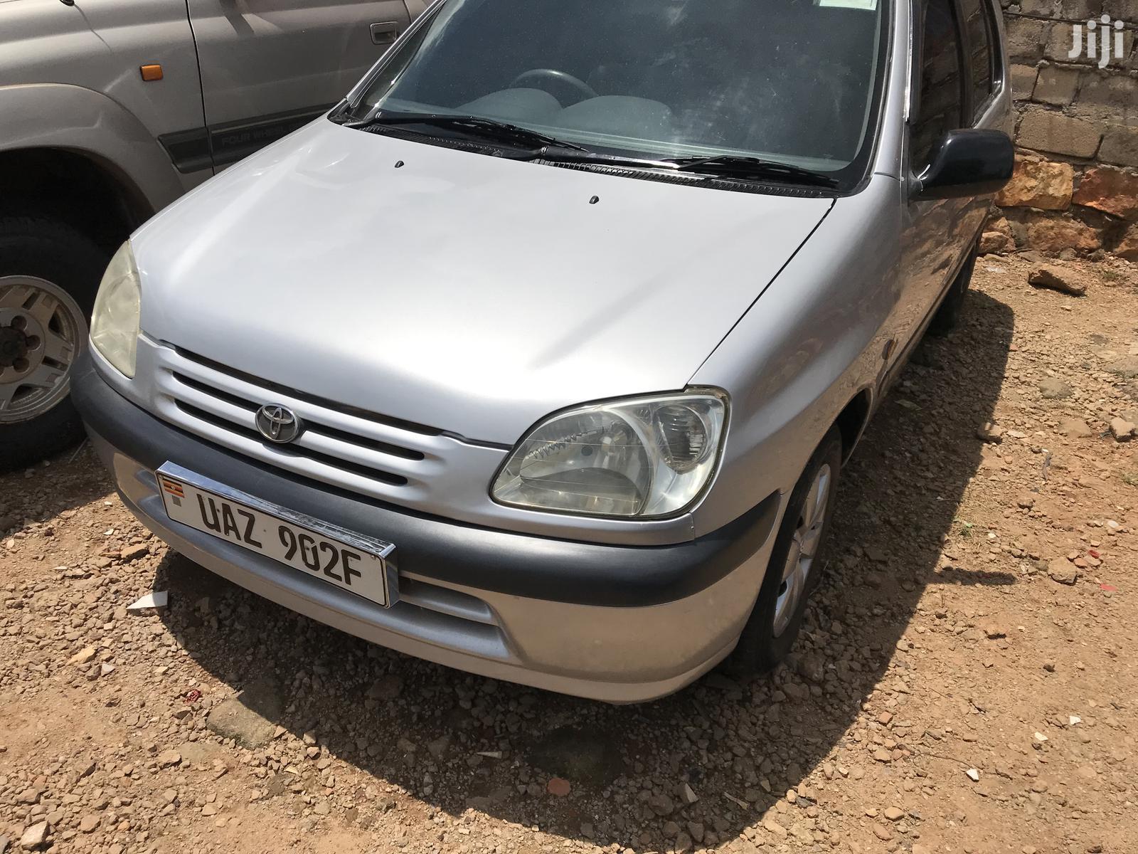 Toyota Raum 1998 Silver