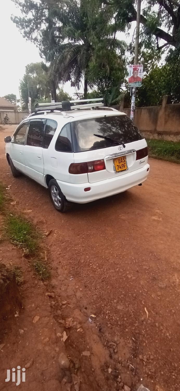 Toyota Ipsum 2000 White