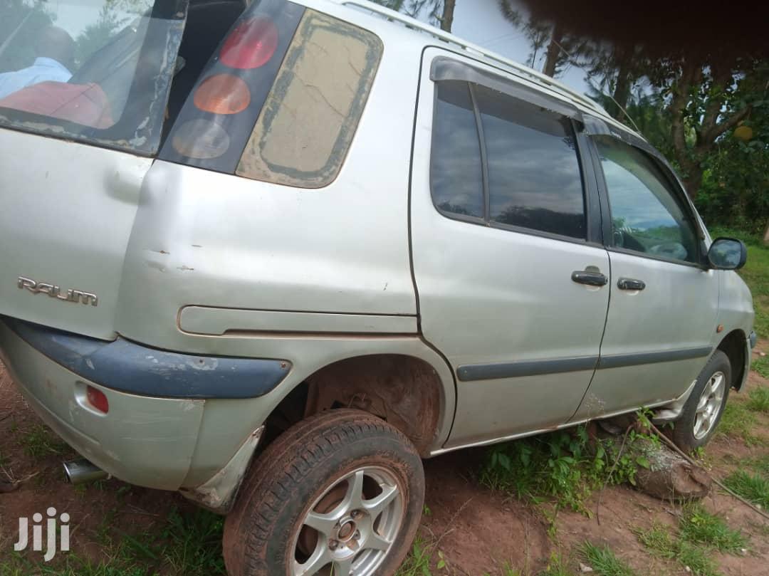 Archive: Toyota Raum 1999 Gold