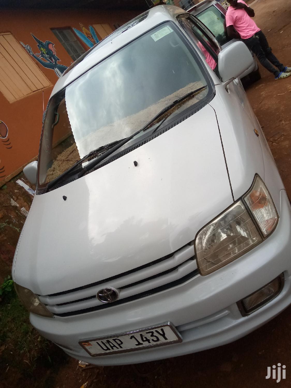 Archive: Toyota Noah 2003 White