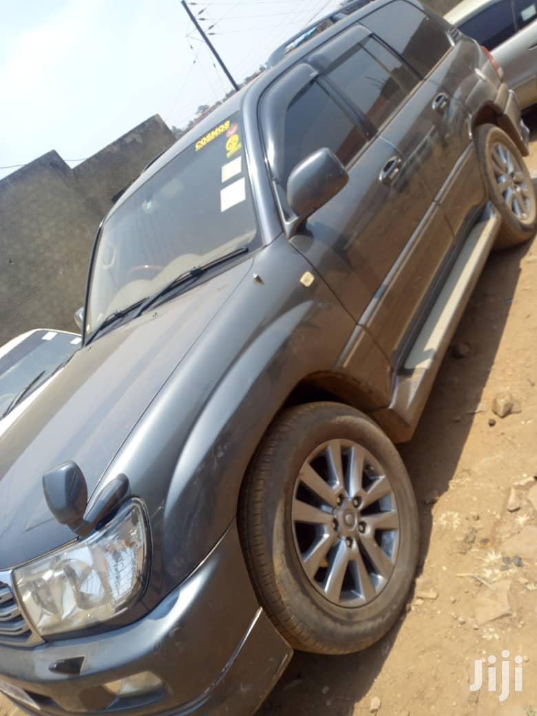 Toyota Land Cruiser 2002 Black