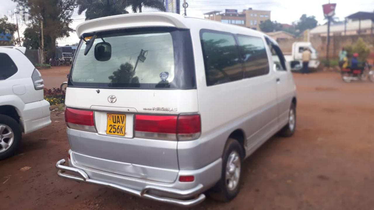 Toyota Regius Van 2000 White | Cars for sale in Kampala, Central Region, Uganda