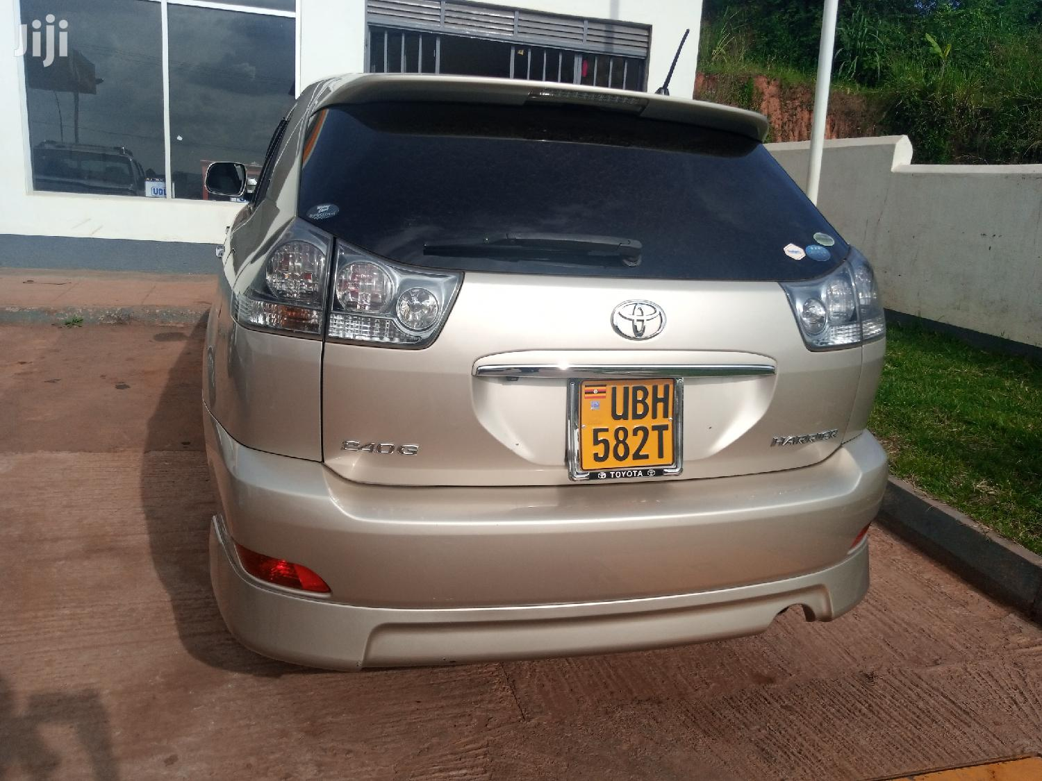 Archive: Toyota Harrier 2007 Gold