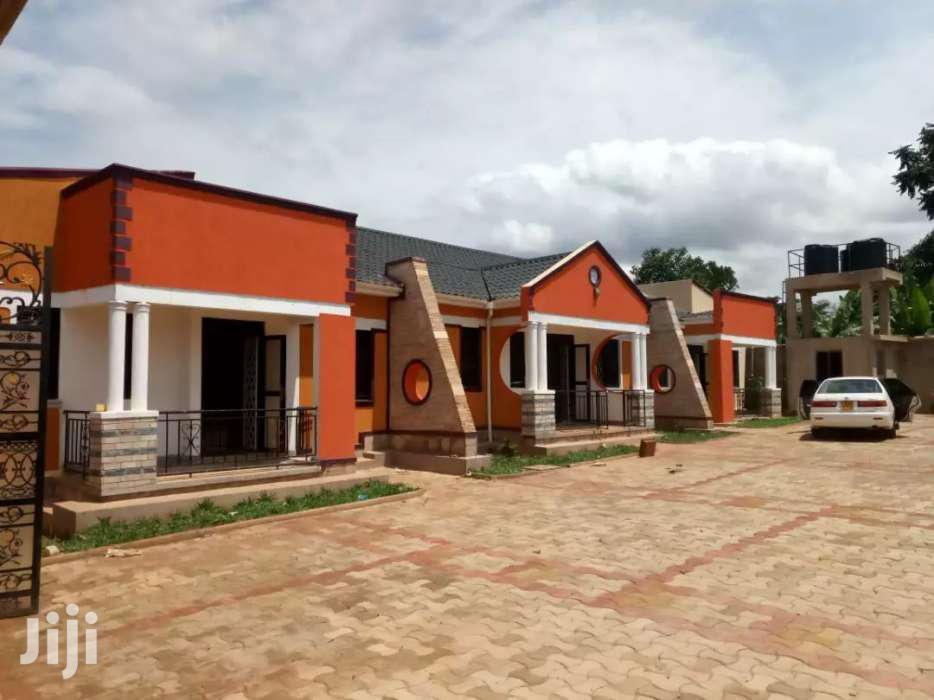 Executive Two Bedroom House For Rent In Kisaasi.