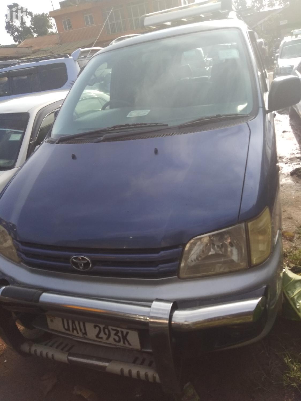 Archive: Toyota Noah 1999 Blue