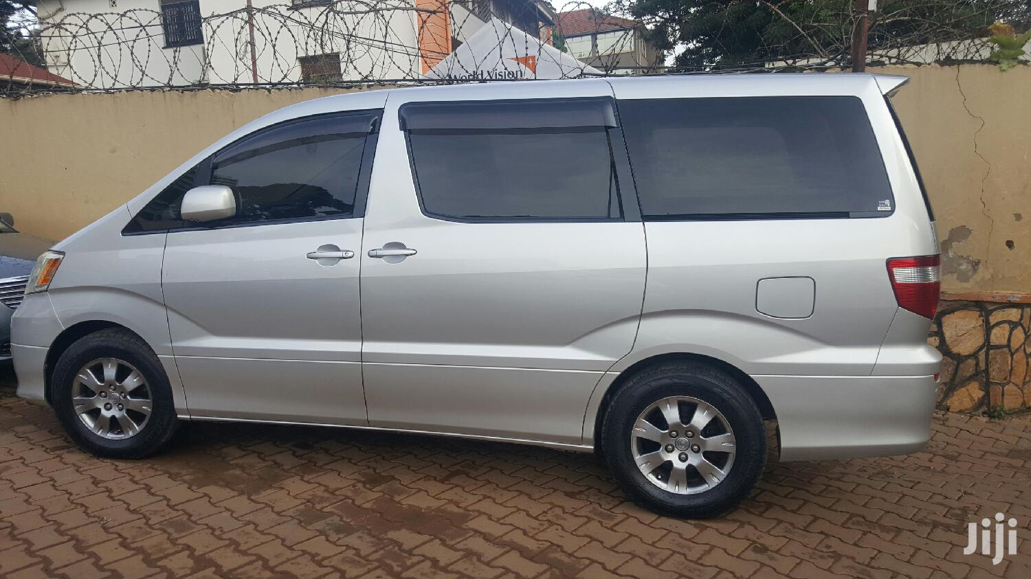 Archive: Toyota Alphard 2004 Silver