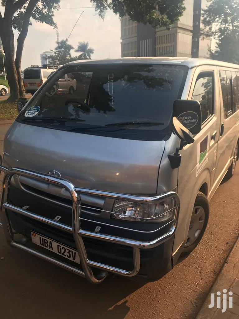 Archive: Toyota Hiace Drone 2006