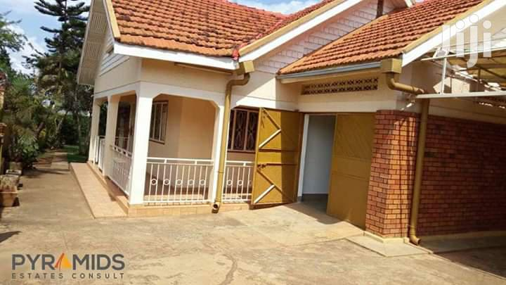 Three Bedroom House In Ntinda For Sale