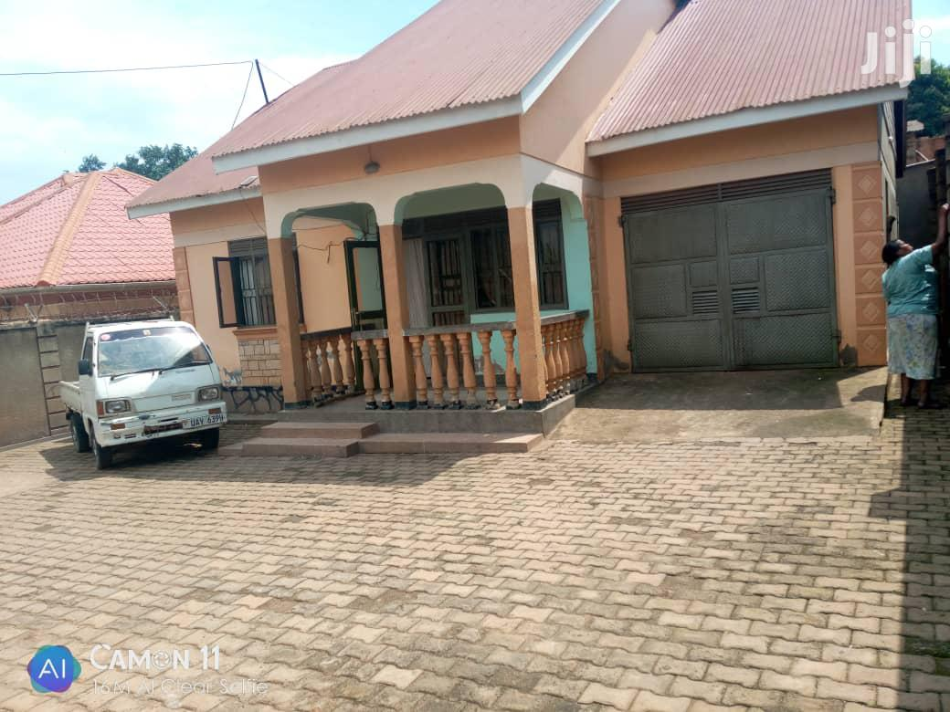 Three Bedrooms Boy's Quarter Mpererwe With Ready Land Title