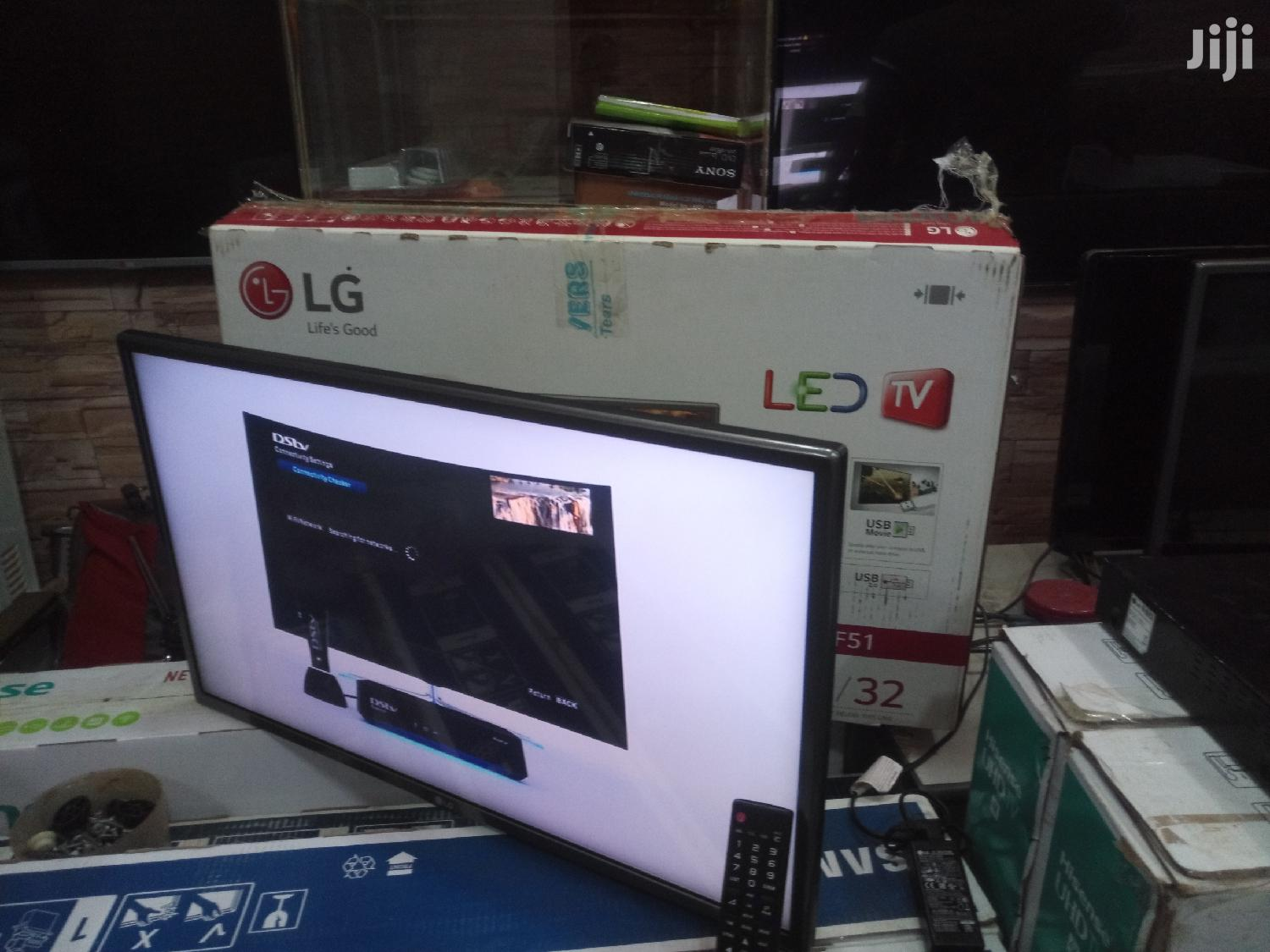 LG Flat Screen TV 32 inches