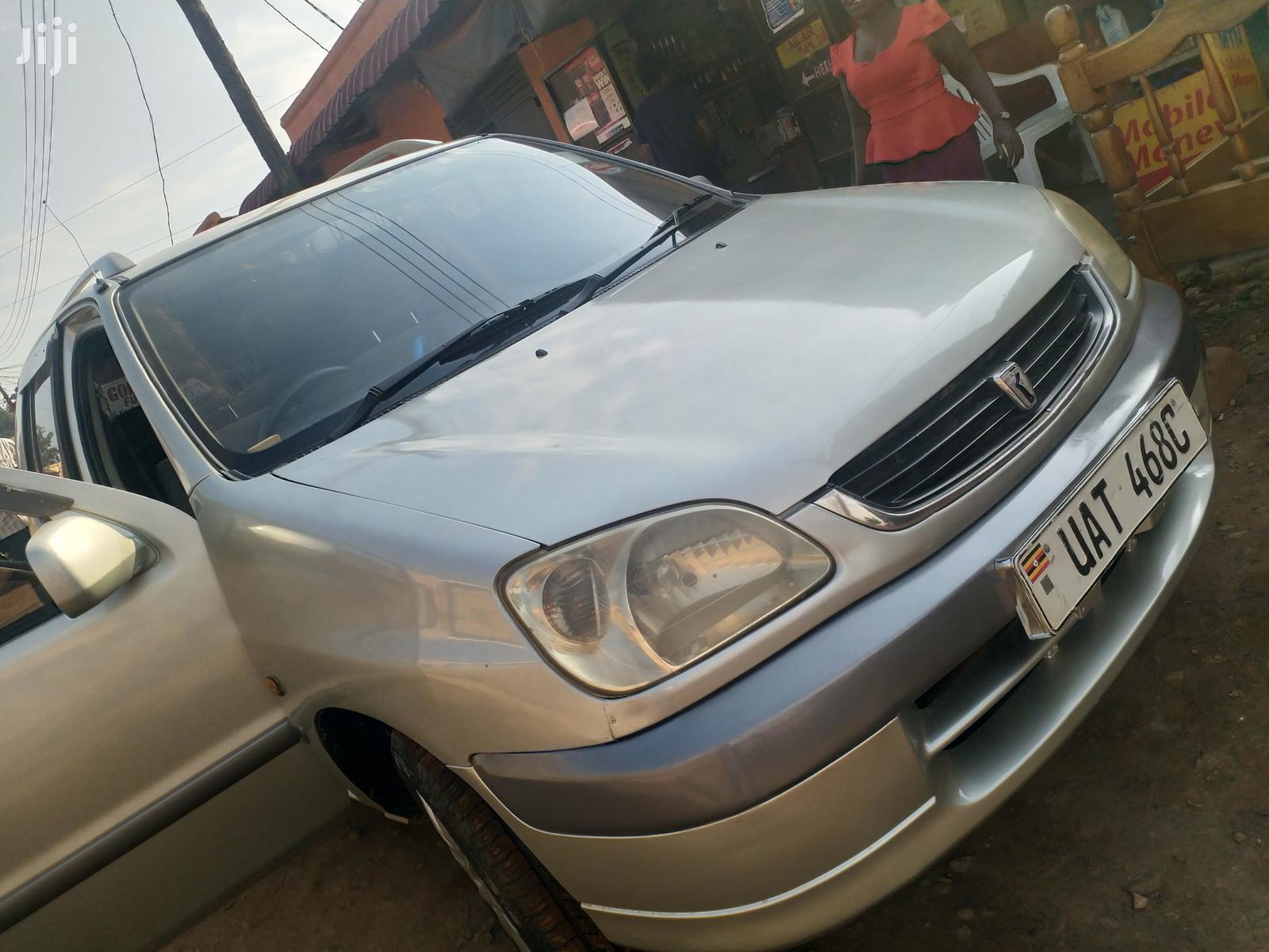 Toyota Raum 2000 Silver