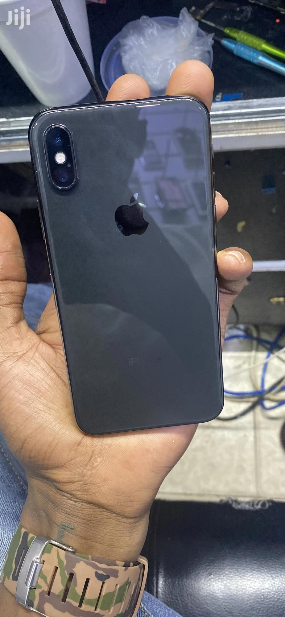 Apple iPhone X 64 GB Gray