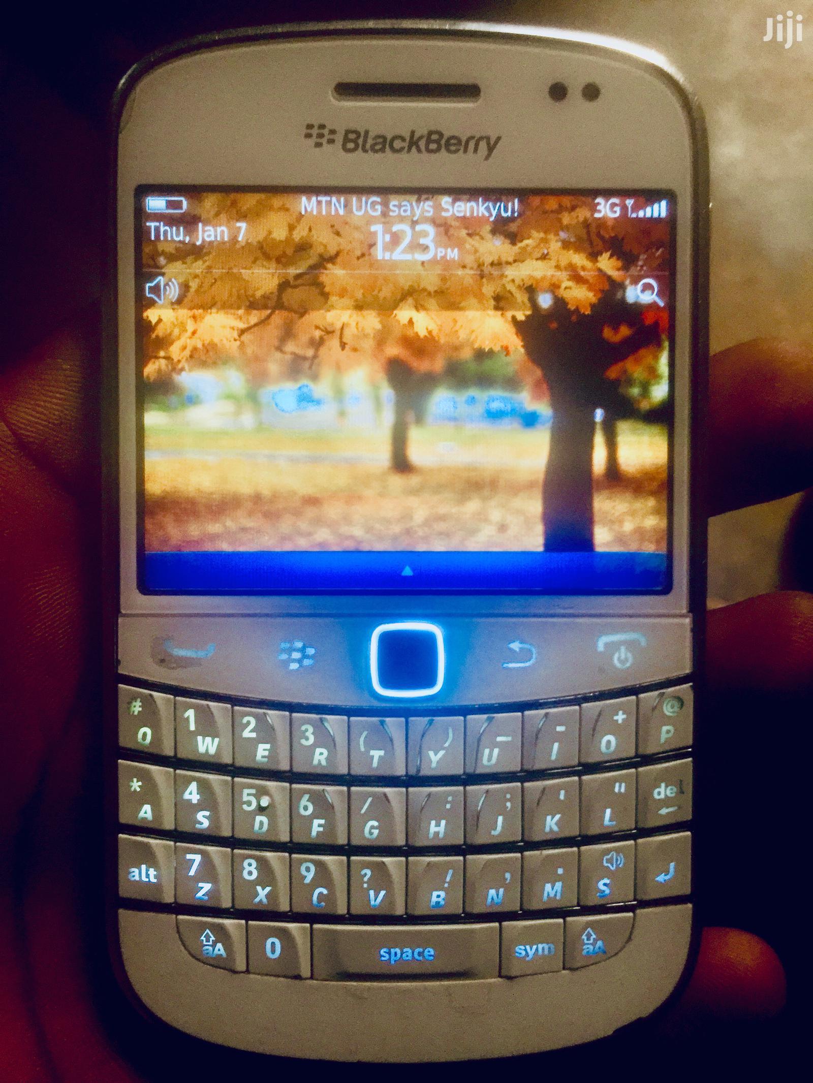 BlackBerry Bold Touch 9900 8 GB White
