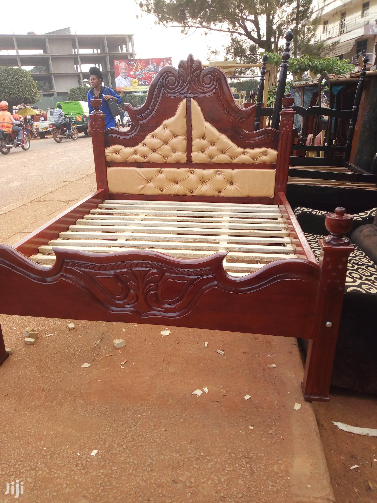 Bed 5by6 in Hard Wood