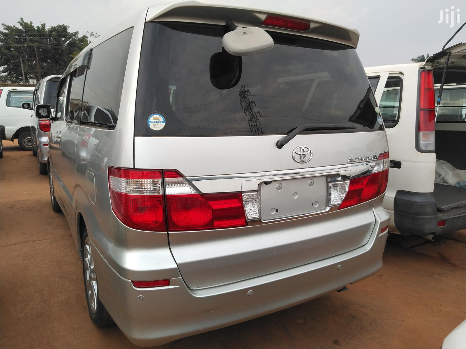 Archive: New Toyota Alphard 2005 Silver