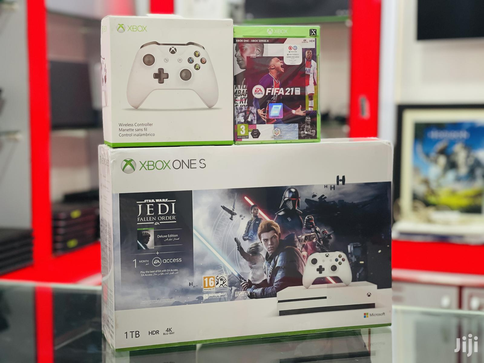 Xbox One S With 2 Wireless Controllers And FIFA 21 Game