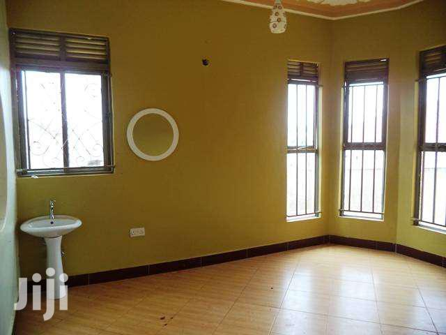 Archive: Three Bedroom House In Kawuku Entebbe Road For Sale