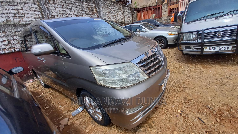 Toyota Alphard 2005 Gold | Cars for sale in Kampala, Central Region, Uganda