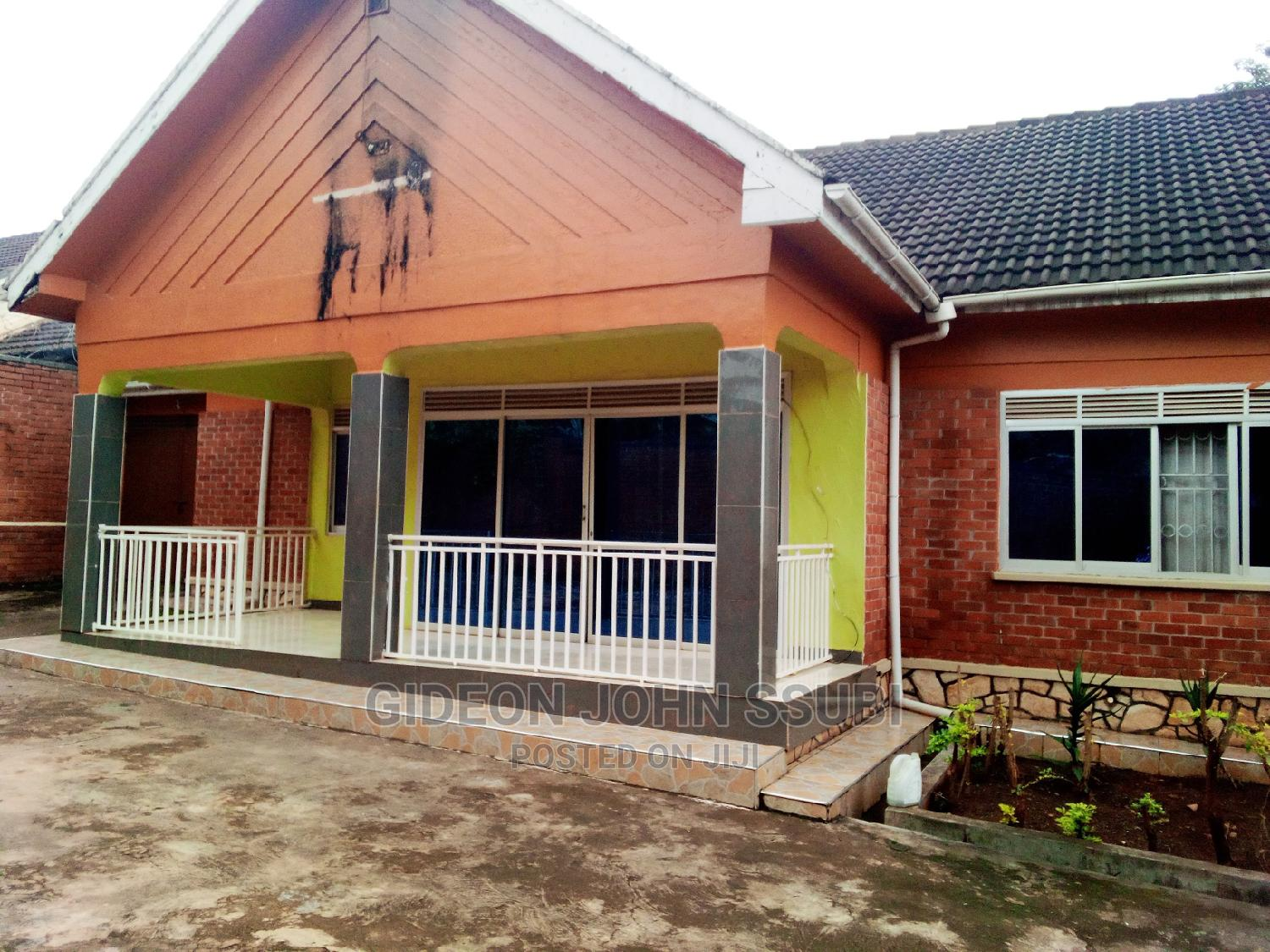 3 Bedrooms House At Muyenga Zone 4 For Sale