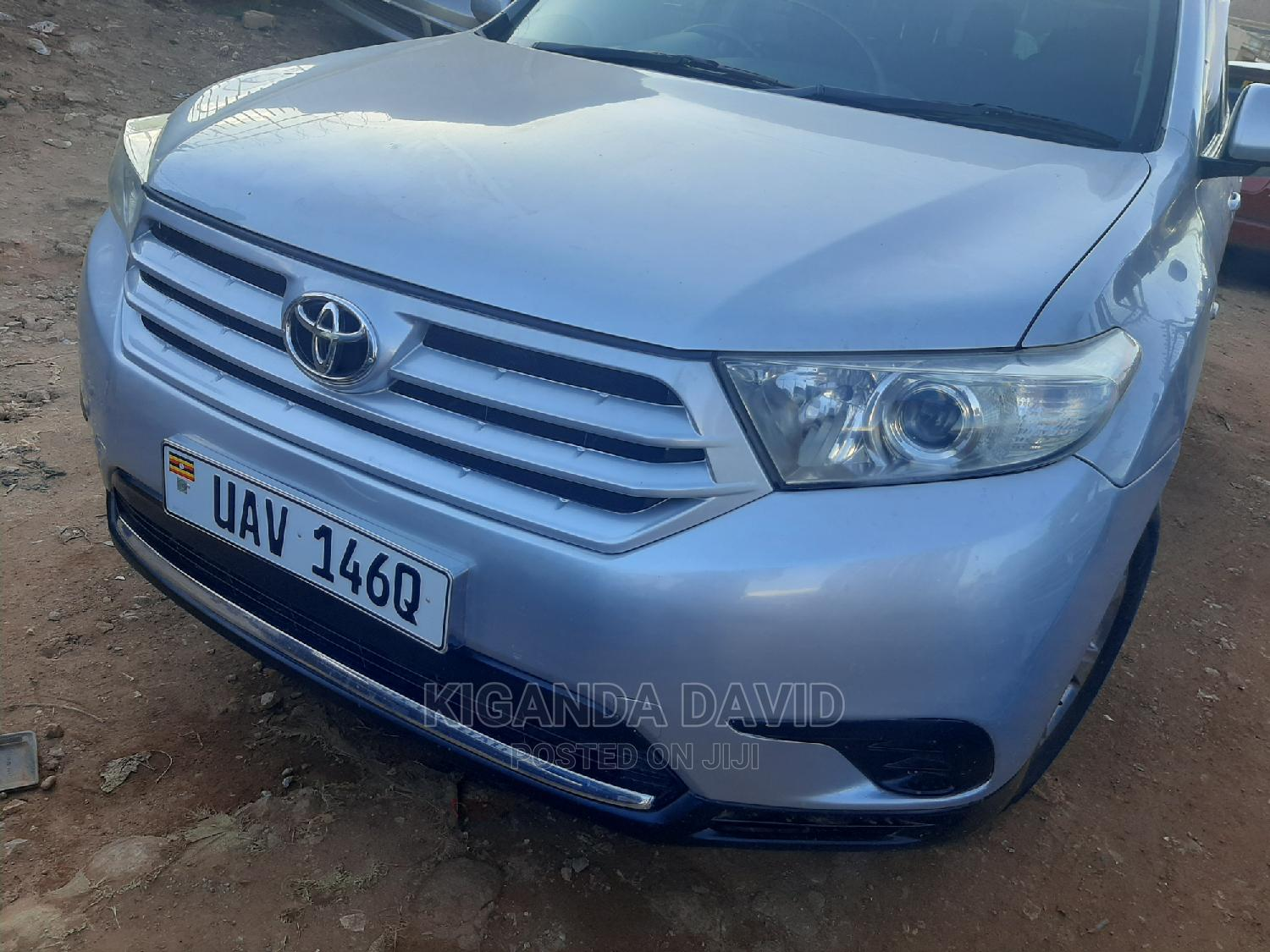 Toyota Kluger 2012 Silver