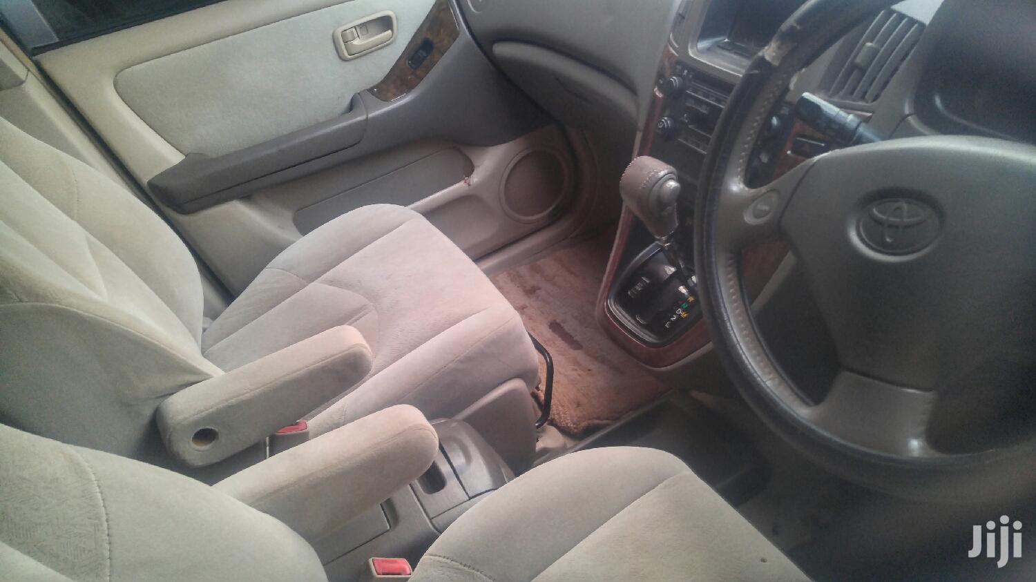 Toyota Harrier 1999 Gold