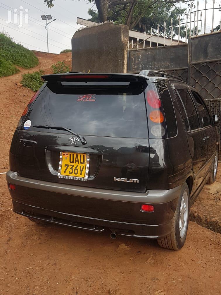 Toyota Raum 2000 Black