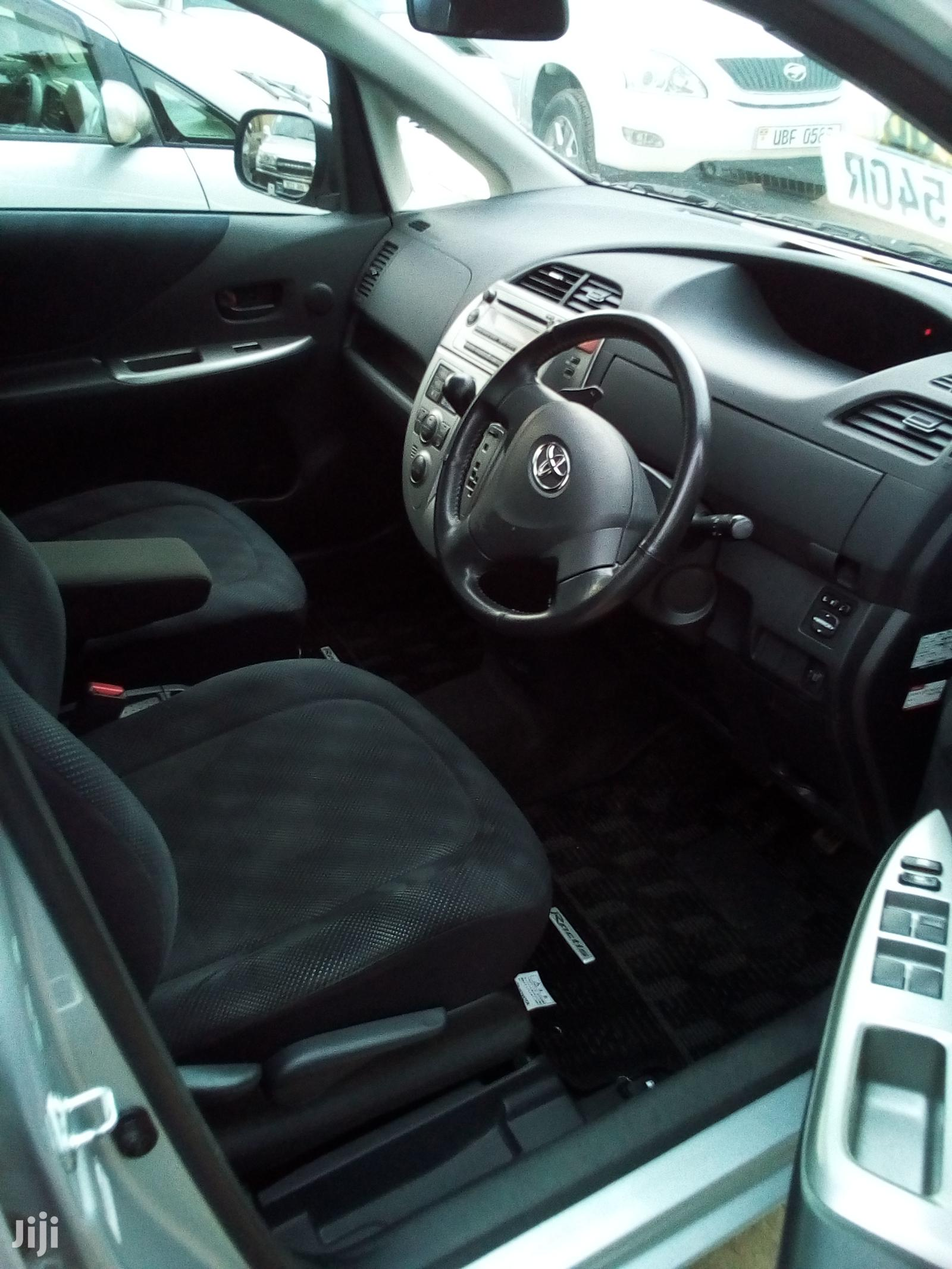 Archive: New Toyota Ractis 2004 Silver