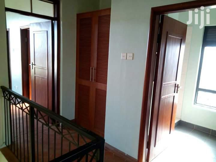Archive: 3 Bedrooms Apartment For Rent In Muyenga