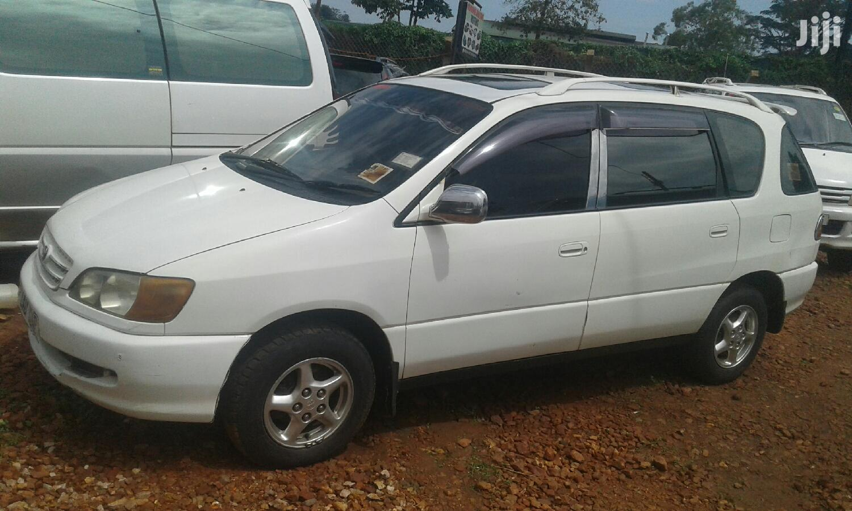 Toyota Ipsum 2001 White