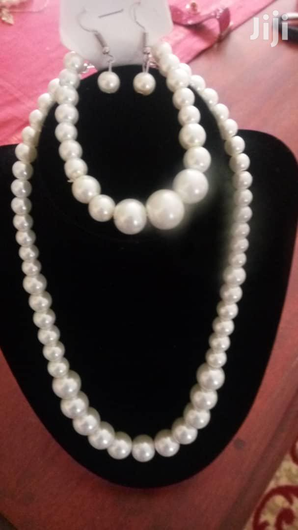 Archive: White Faux Pearl Necklace With Bracelet Set