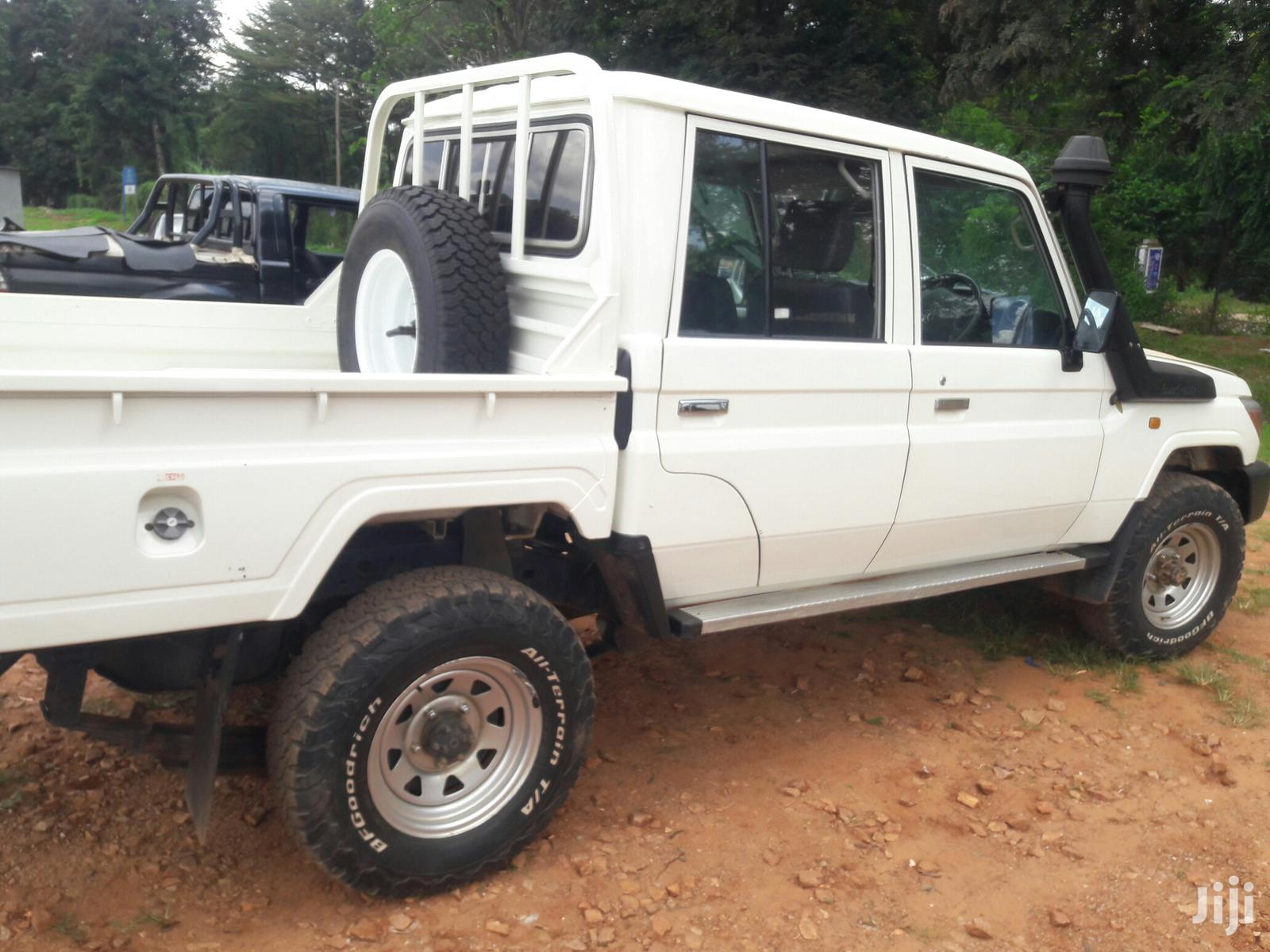 Toyota Land Cruiser 2013 White | Cars for sale in Kampala, Central Region, Uganda