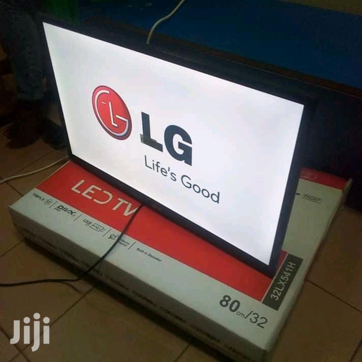 "LG Digital Flat Screen TV 32"""